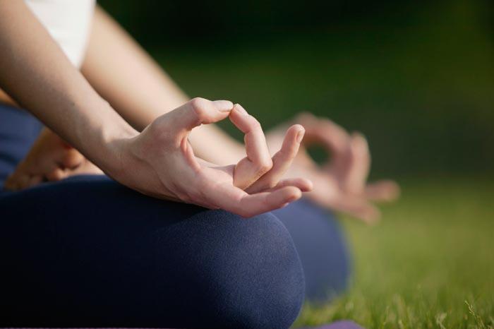 Elementos de la práctica de Yoga: mudras, mandalas y mantras