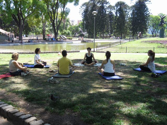 Segunda clase de Yoga en Parque Centenario