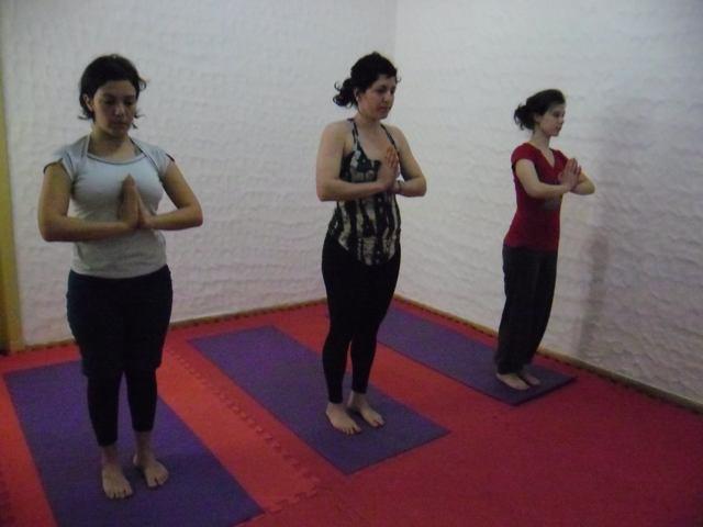 CLASES DE YOGA ABIERTAS Y GRATUITAS – Inicio de actividades 2012