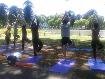 Clase de Yoga en Parque Centenario 2012