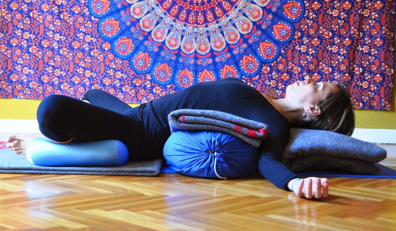 Clases individuales de Yogaterapia para adultos mayores, patologías específicas, afecciones crónicas